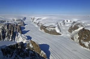 assets-climatecentral-org-images-uploads-news-5_16_14_Andrea_Greenlandglacier-500x331